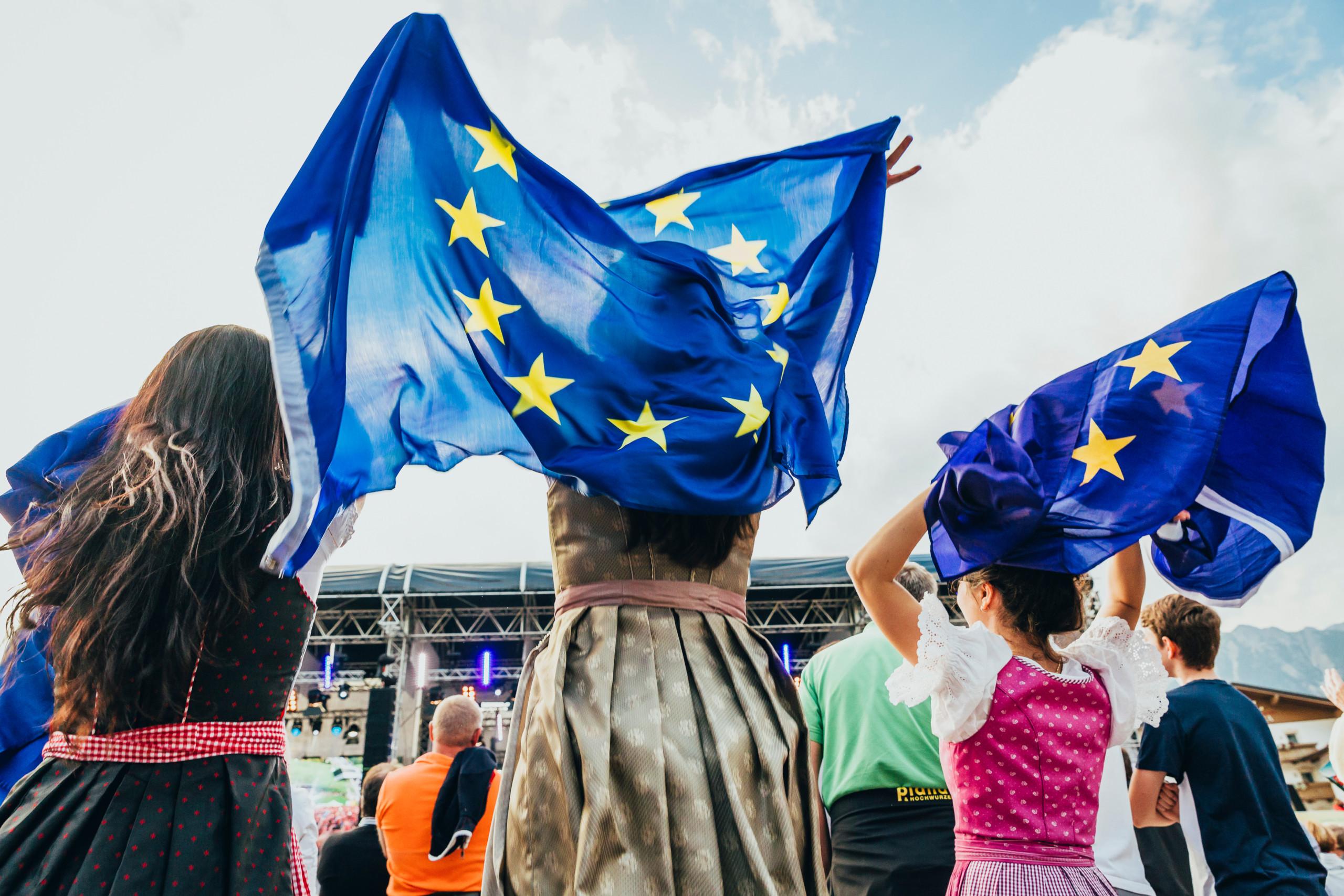 BGF_EU Fahne Dirndl